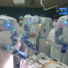 Впервые в Беларуси медицинскую операцию провел робот