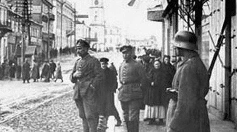 Немецкий патруль на минской улице. Март, 1918 год