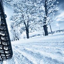 Под Житковичами в снегу застрял школьный автобус с детьми