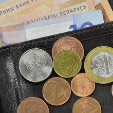 Средняя зарплата в Беларуси снова снизилась