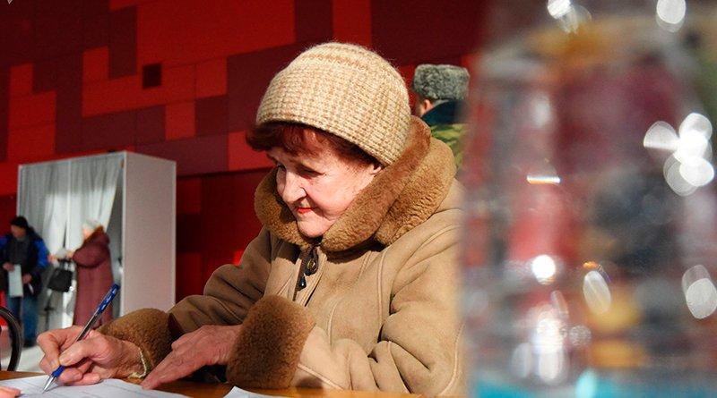 Тамара Герасименко из Санкт-Петербурга проголосовала на избирательном участке в Гомеле