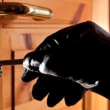 В Гомеле мужчина нашел на улице  ключи, подобрал дверь и обокрал квартиру