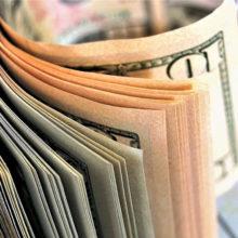 Доллар снова выше 2 рублей. Какие курсы валют ожидать белорусам