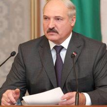 Лукашенко обещает сельскому хозяйству диктатуру