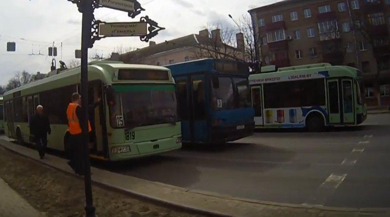 встали троллейбусы
