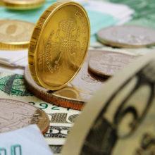 Доллар и российский рубль снова подешевели на валютных торгах