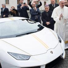 Папа римский продает свой Lamborghini Huracan с автографом