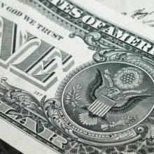 Валютные торги: доллар снова дороже 2 рублей