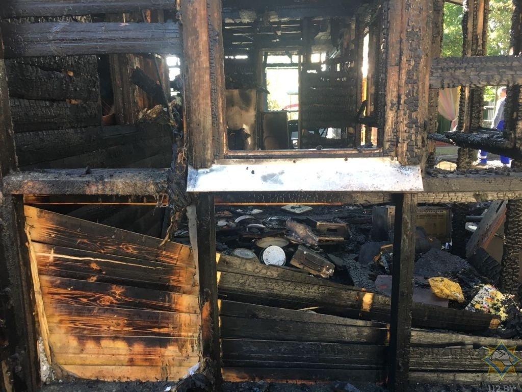сгорели дом и автомобиль