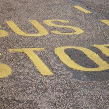 Гомельчанин потерял равновесие и ударился о движущийся автобус