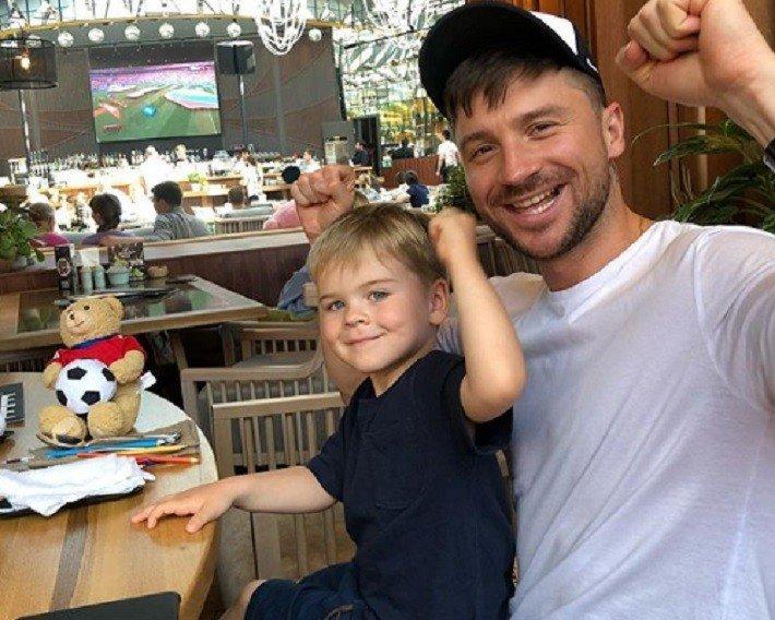 Сергей Лазарев попал в гей-скандал