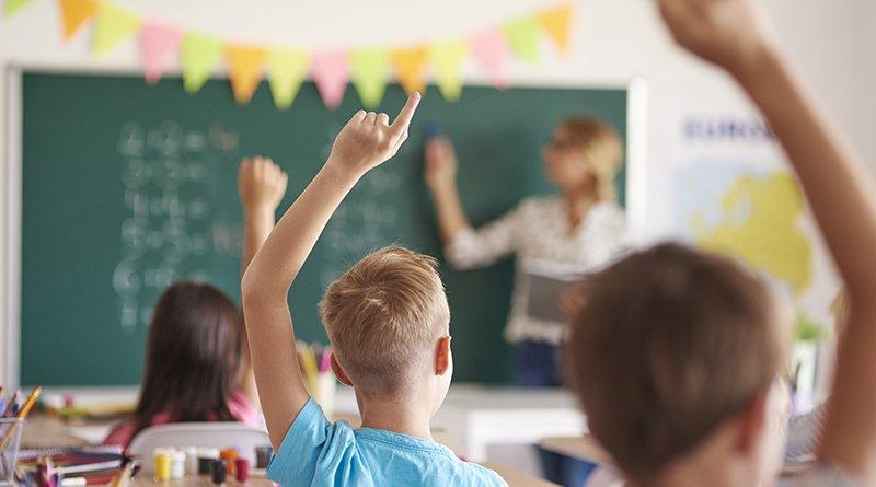 учителям будут ежегодно выдавать премию