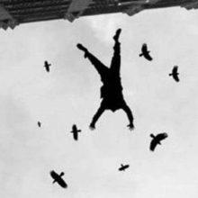 На Сельмаше из окна 13-го этажа выбросился мужчина — жесткое фото