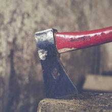 В Гомельском районе муж ударил жену топором по голове