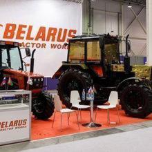 В Новосибирске продемонстрировали золотой трактор МТЗ