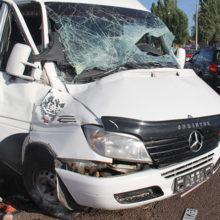 В Гомеле водитель врезался в столб и вылетел через лобовое стекло