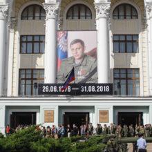 Порядка 200 тысяч человек пришли проводить Александра Захарченко