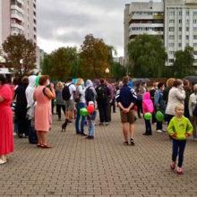 В Светлогорске люди вышли на площадь из-за запаха на заводе