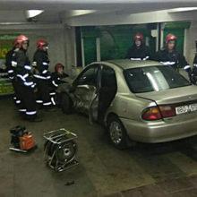 Видеофакт: Mazda влетела в переход метро в Минске