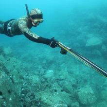 Во время подводной охоты мужчина подстрелил сам себя