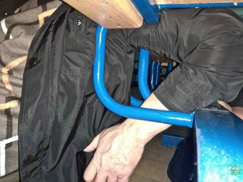 застрял в сиденье