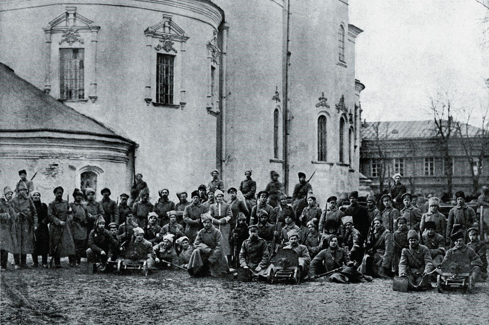 Гайдамаки возле Михайловского собора. Киев, март 1918-го
