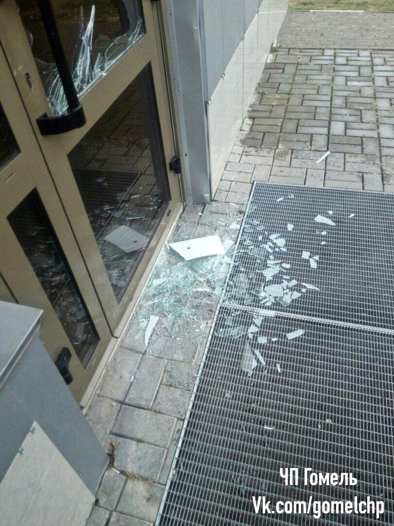 Гомельчанин разбил стекло