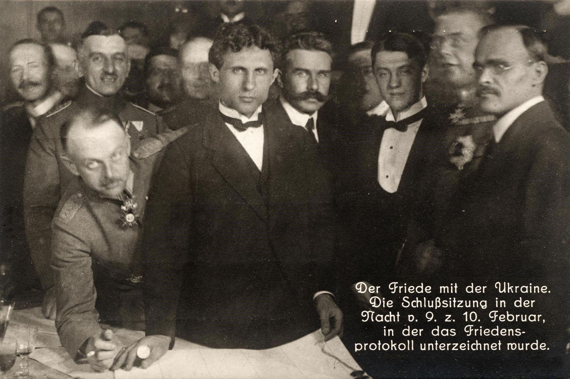 Украинская и немецкая делегации в Бресте.