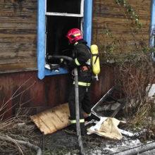 При пожаре в Мозыре пожарные спасли мужчину, проникнувшего в чужой дом