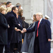 Трамп не удостоил рукопожатием президента Украины