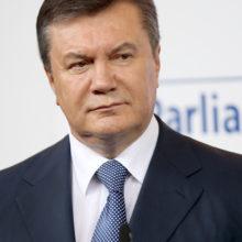 Янукович доставлен в больницу с травмой позвоночника