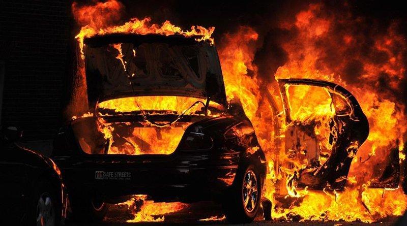 горело три автомобиля