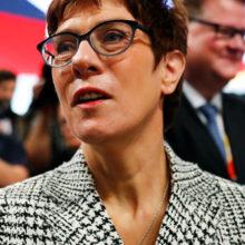 Аннегрет Крамп-Карренбауэр возглавила правящую партию Германии