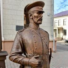 МВД приглашает делать селфи со скульптурой городового