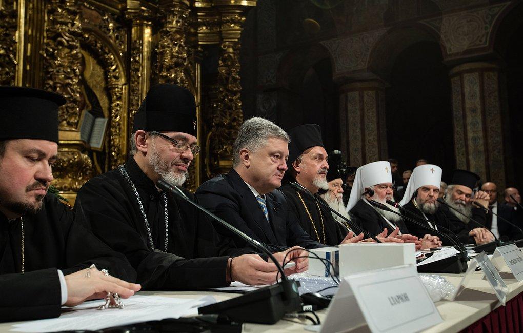 Петр Порошенко объявил о создании в стране новой церковной структуры - Автокефальной поместной православной церкви Украины