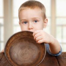У гомельских школьников повара воровали еду из тарелок