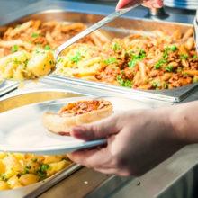 В Беларуси выросли нормы расходов на питание некоторых категорий учащихся