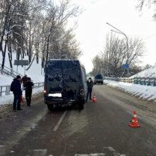 ДТП в Мозыре: Mercedes наехал на пешехода после столкновения сVolkswagen