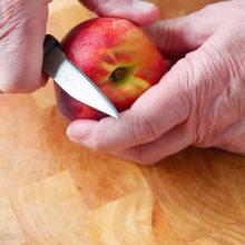 Мошенники угостили пенсионерку яблоком, и похитили у нее почти 18 000$
