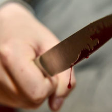 В Паричах во время застолья мужчина ударил женщину ножом