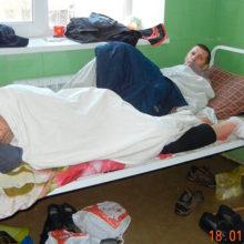 В украинской больнице пациенты лежат по двое в койке ФОТО