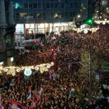 Десятки тысяч сербов вышли на улицы, чтобы поприветствовать Путина