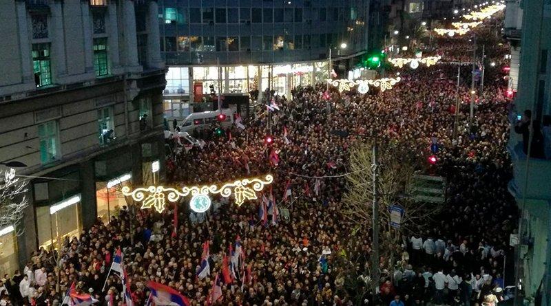 сербов вышли на улицы