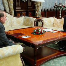 Лукашенко обсудил с Медведчуком ситуацию в Украине
