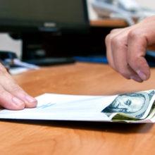 В Житковичах мужчина пытался дать взятку за сдачу экзамена по ПДД