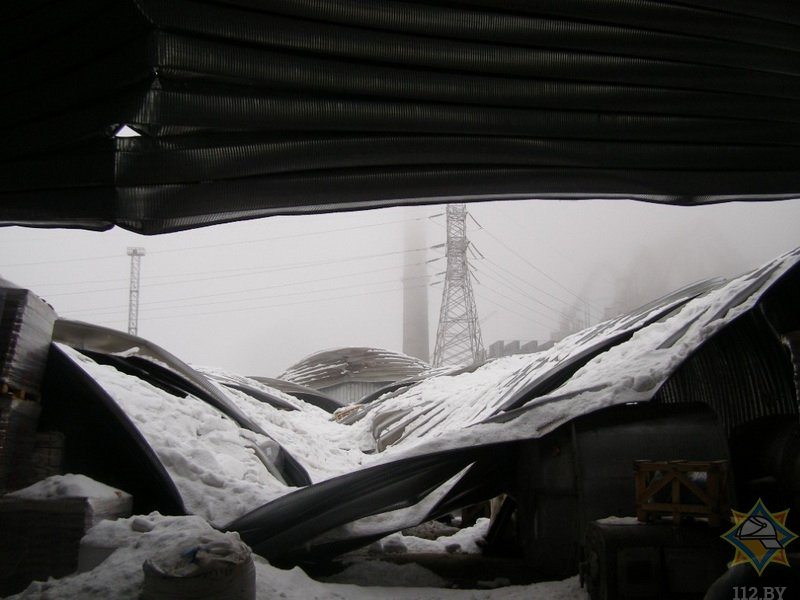 В Костюковичах из-за снега рухнула крыша