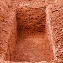 Коммунальщики присваивали деньги за места на кладбище