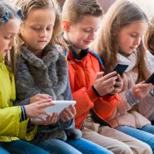 В белорусских школах запретят мобильные телефоны