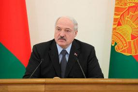 Лукашенко поручил взять на контроль вопросы цен и уровня зарплат