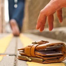 Гомельчанин подобрал кошелек, теперь ему грозит тюремный срок